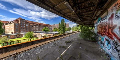Photo of the old station of Siemensbahn with the view of Siemensstadt